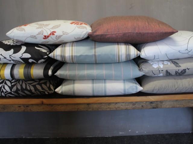 Sierkussens in diverse stoffen, 50x 50 cm.