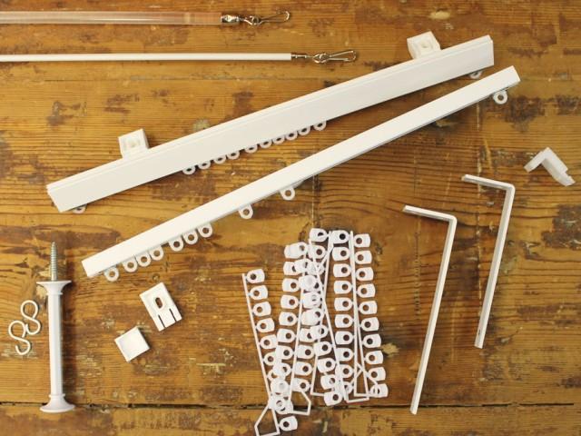 Gordijnrails, aluminium rails in standaard wit of kleur, buigbaar. Caro (laag profiel) € 7,45 per mtr. compleet. Robusto ( hoog profiel ) 8,50 per mtr.  compleet.